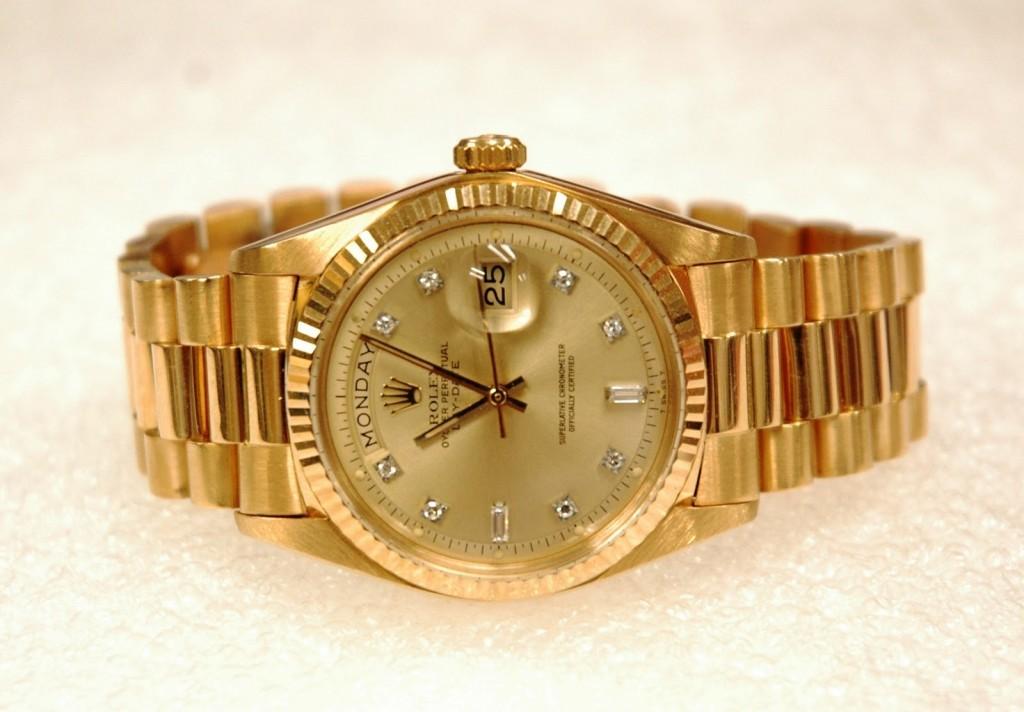 replicas de relojes de oro amarillo